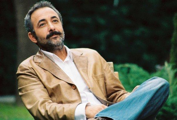 """Photo of Mehmet Aslantuğ Gecenin Kraliçesi dizisine neden """"evet"""" dedi?"""