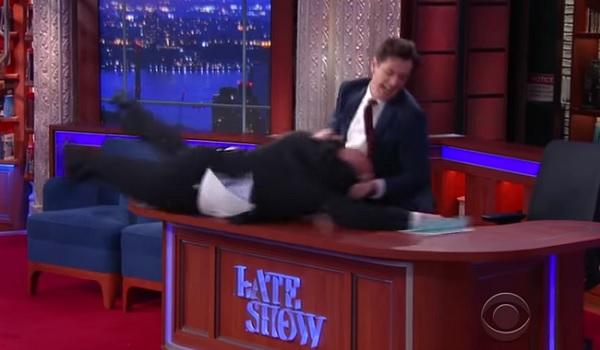 Photo of Aktör Bruce Wills ve sunucunun kavgası Hollywood aksiyonlarını aratmadı-izle