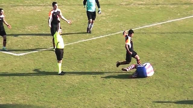 Photo of Rakibin yüzüne tekme atan amatör futbolcuya ne ceza verildi?