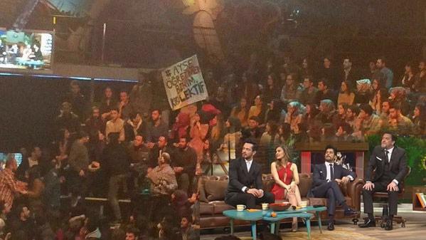 Photo of Beyaz Show'da canlı yayında protesto skandalı yayın kestirdi-izle