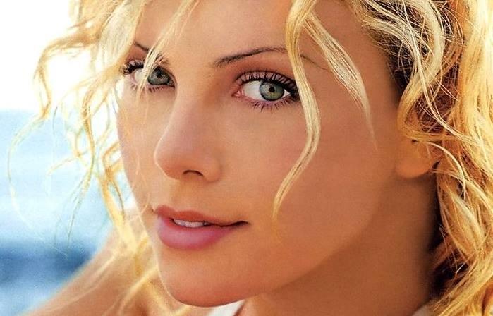 Photo of Ünlü oyuncu Charlize Theron'u ünlü yapan fotoğraflar