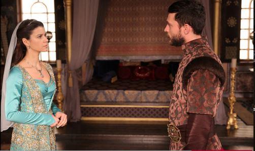 Photo of Kösem Sultan 4. Murad'ı doğuruyor… O artık bir şehzade anası