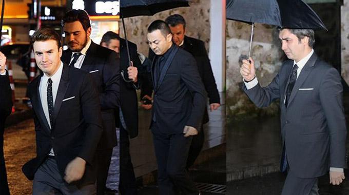 """Photo of Başbakan Davutoğlu ünlü isimlerle """"Dost Meclisi"""" yemeğinde buluştu"""