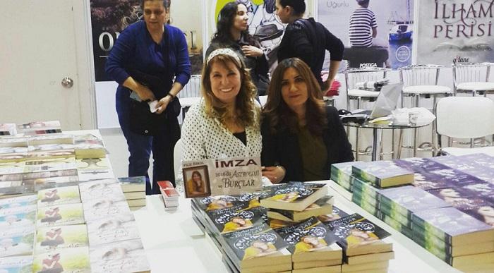 Photo of Filiz Özkol CNR Kitap Fuarı'nda
