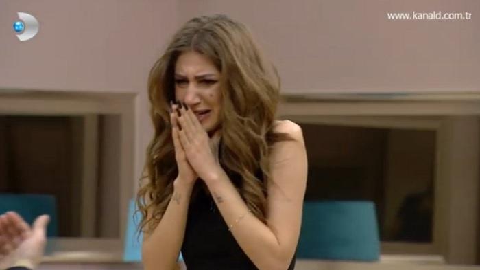 Photo of Semih'ten karşılık bulamayan Melis gözyaşlarına boğuldu-izle