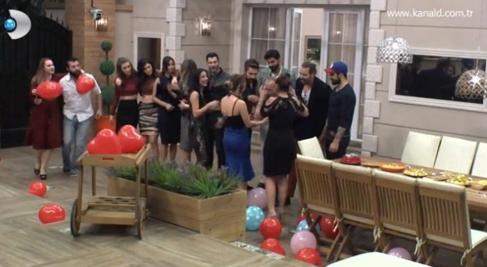 Photo of Kısmetse Olur'da Mehtap'tan Murat'a doğum günü sürprizi-izle
