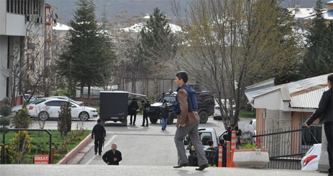 Photo of Tunceli'de Valiliğe hain saldırı