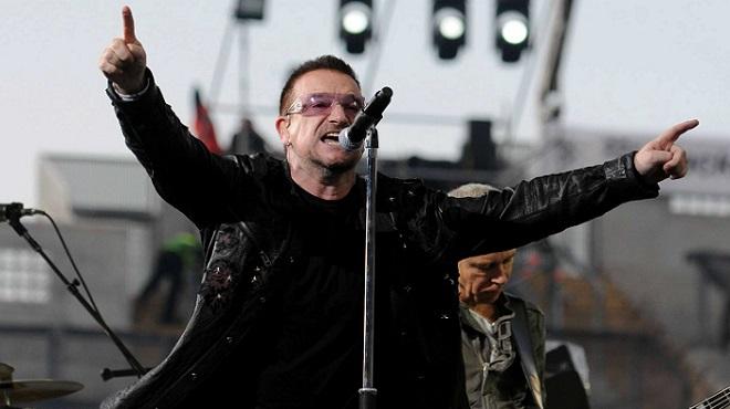 Photo of Bono Türkiye'de Suriyeli sığınmacıları ziyaret etti