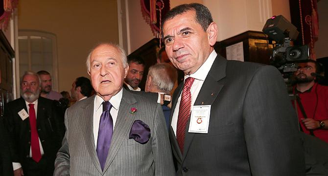 Photo of Duygun Yarsuvat Başkan Dursun Özbek ve ekibini topa tuttu