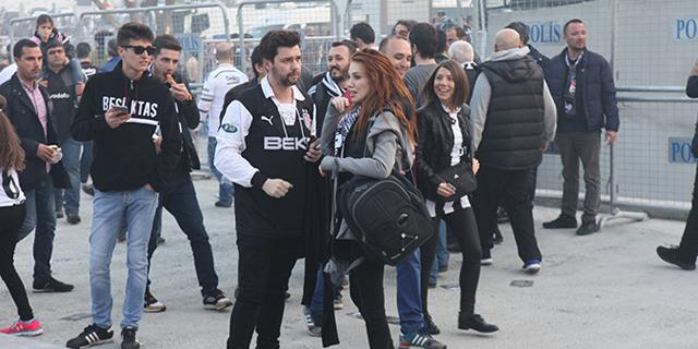 Photo of Beşiktaş taraftarı ünlüler gaz yedi