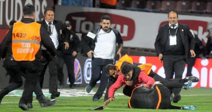 Photo of Trabzonspor taraftarı uşaklar Türk futbolunu dünyaya rezil etti
