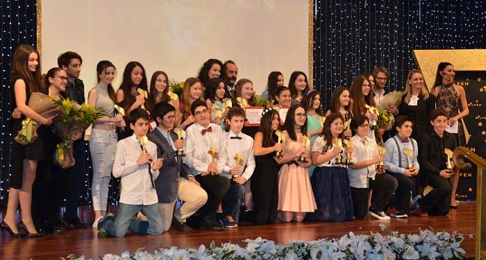 """Photo of Ünlü oyuncular """"Bilfen Kısa Film Yarışması Ödül Töreni""""nde boy gösterdi"""