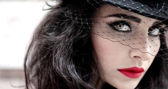 Photo of Ünlü şarkıcı Sıla'ya dolandırıcı şoku