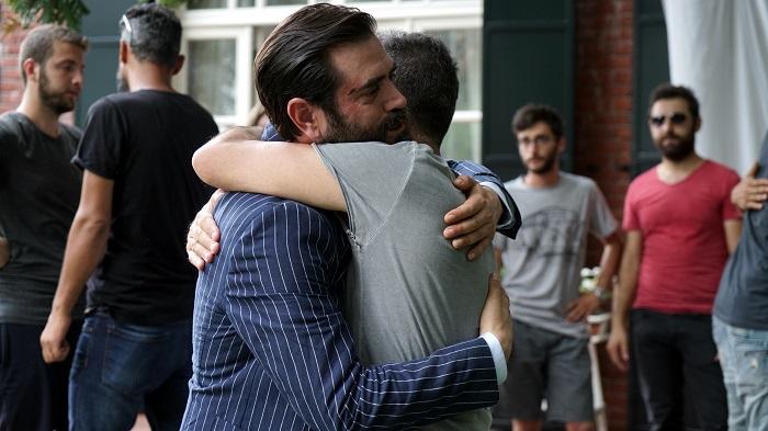 Photo of Kördüğüm dizi setinde sezon finali kutlaması