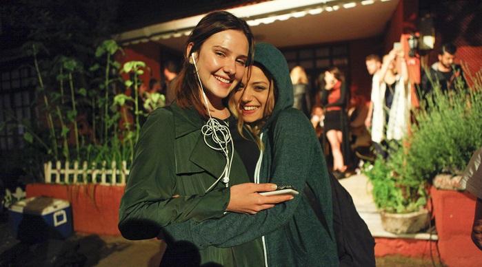 Photo of Alina Boz 18. yaşını Paramparça setinde kutladı