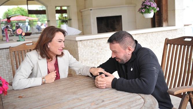 Photo of Demet Akbağ ve ekibinden Mustafa Topaloğlu'na unutamayacağı şaka