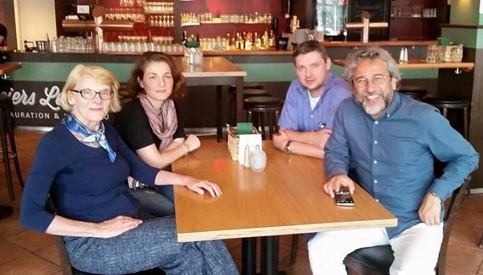 Photo of Alman gazeteci ve yazarlardan küstah talep!