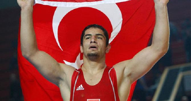 Photo of Milli güreşçilerimiz Taha Akgül ve Selim Yaşar'ın final maçları saat kaçta?