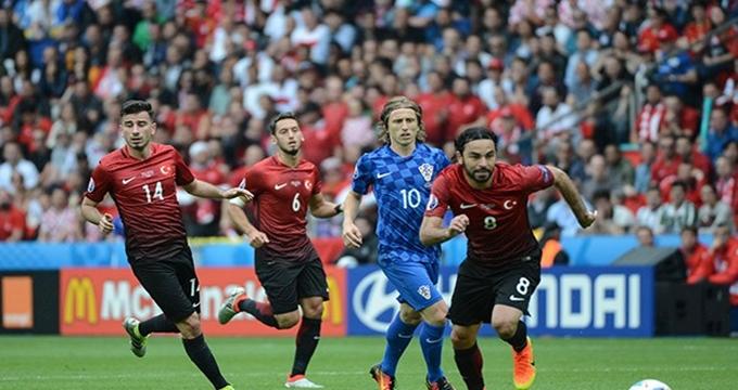 Photo of Hırvatistan-Türkiye maçı TV8 canlı yayınında