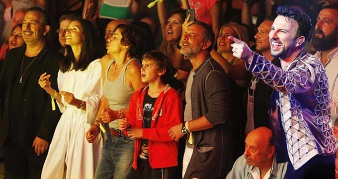 Photo of Tarkan konserinde ünlü izdihamı, hangi eski eşler konserde buluştu?