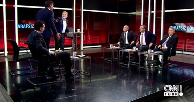 Photo of CNN canlı yayında kavga!.. Bardaklar kırıldı!