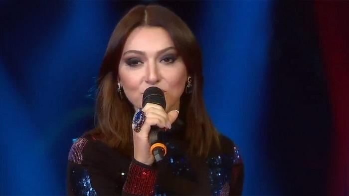 Photo of Tuğba Ekinci'den sonra ikinci detone vakası… Delikanlım şarkısı Hadise'ye yaramadı
