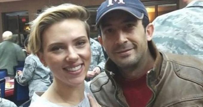 Photo of Ünlü oyuncu Scarlet Johansson'ın Adanalı gençle selfiesi olay oldu