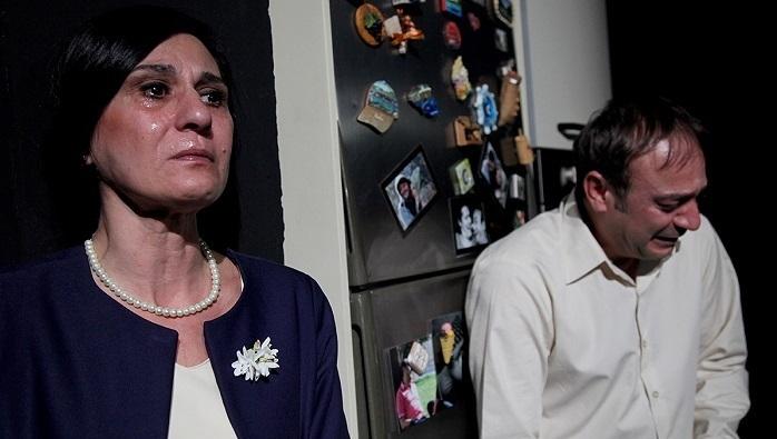 """Photo of İBB Şehir Tiyatrolarında gösterime giren """"Geç Kalanlar"""" oyunu tiyatroseverlerin gözdesi"""