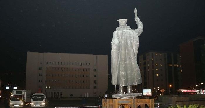 Photo of İşte, Rize'de kaldırıldığı iddia edilen Atatürk heykeliyle ilgili gerçek!