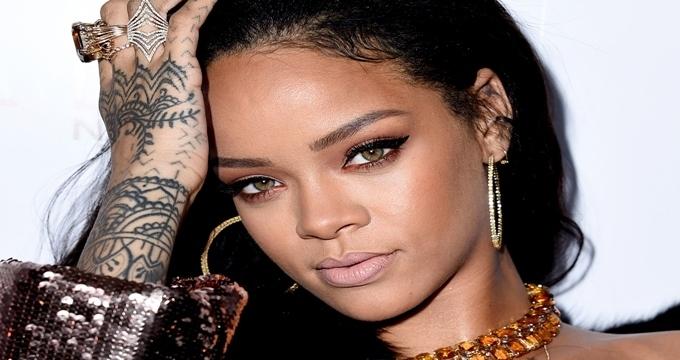 Photo of Dünyaca ünlü şarkıcı Rihanna'nın Nusret fanlığı yalan çıktı