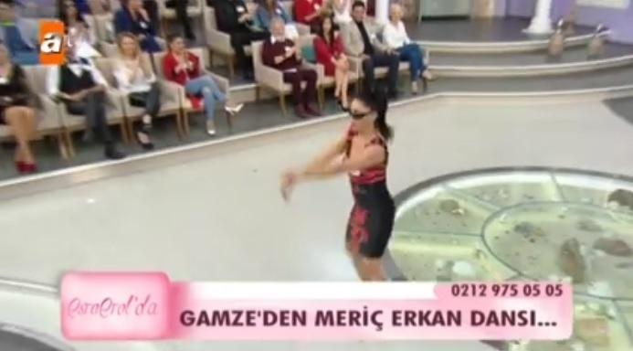 Photo of Esra Erol'un programında Gamze'nin yaptığı Meriç Erkan dansı herkesi gülme krizine soktu-video