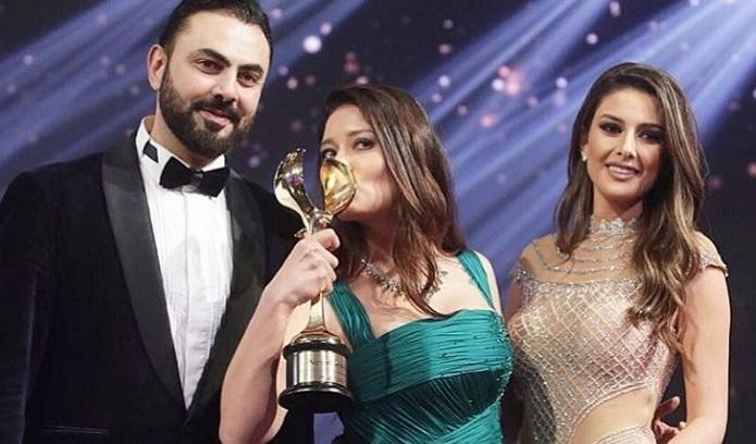 """Photo of Nurgül Yeşilçay Dubai'den """"En İyi Kadın Oyuncu"""" ödülüyle dönüyor"""