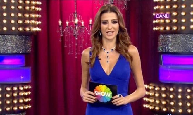Photo of Özge Ulusoy yeni kanalında hangi programı sunacak?