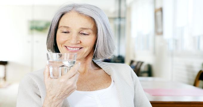 Photo of 65 yaş üstü insanlar için su içmek neden çok önemli?