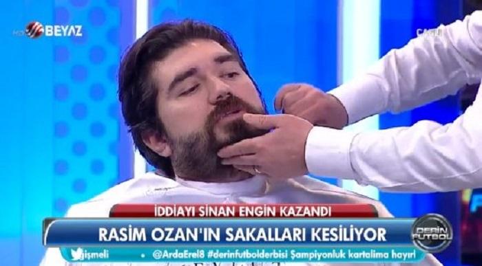 Photo of Rasim Ozan Kütahyalı canlı yayında Beşiktaş marşıyla sakal traşı oldu!