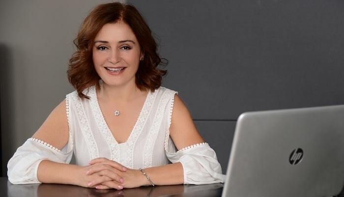 Photo of Kişisel Gelişim ve Bilinçaltı Uzmanı yazar Buket Elbeyoğlu: Kaderini yazanlardan olun!