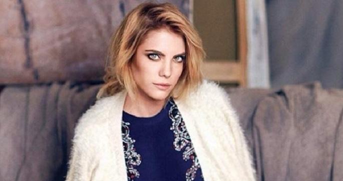 Photo of Eda Ece yeni dizisinde hangi aktörün kızını canlandıracak?