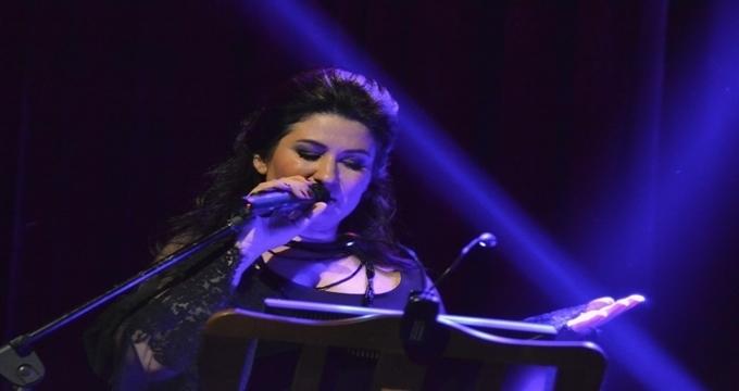 Photo of İclal Aydın izleyenleri bu kez sesiyle büyüledi