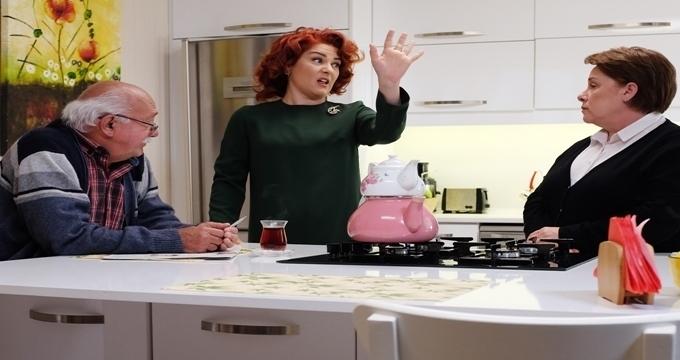 Photo of TRT 1'in sevilen dizisiAdını Sen Koy'da Cevriye Hala mankene döndü!