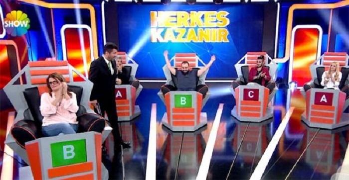 """Photo of Show TV'de yayınlanan """"Herkes Kazanır"""" yarışması neden yayınlanmadı?"""
