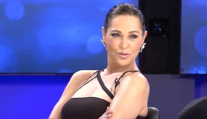 Photo of Hülya Avşar sırtına kravat bağlayacak mı?