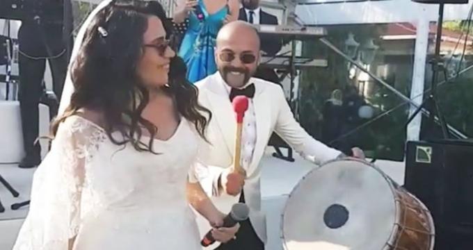 Photo of Ünlü oyuncu Sarp Akkaya kiminle evlendi? İşte düğünden kareler…