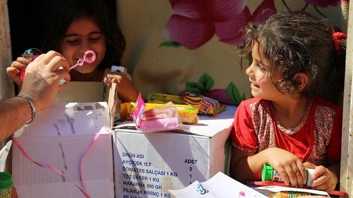 Photo of TRT World Ramazan Bayramı için İdlib'deki çocukları mutlu etti