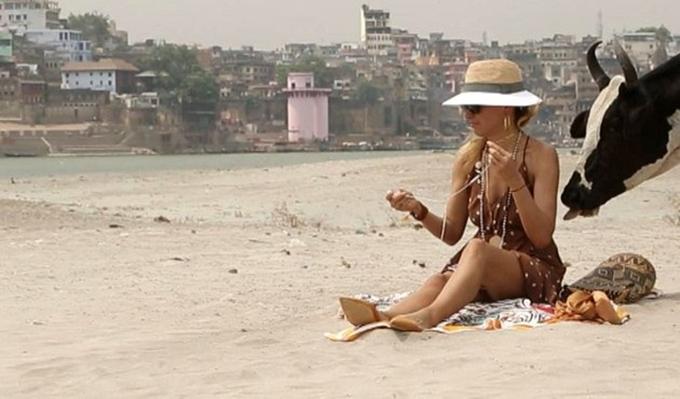 Photo of Burcu Esmersoy'a plajda şok!