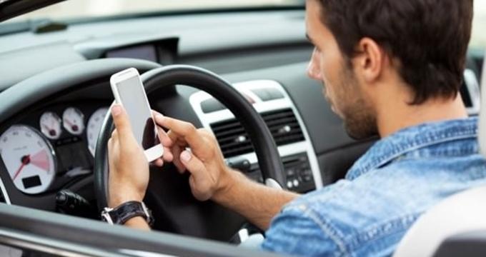 Photo of Trafikte telefon kullanan araç sahiplerine ağır cezalar geliyor
