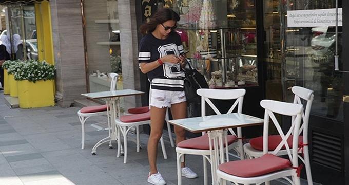 Photo of Ünlü manken Ebru Şallı photoshoplu fotoğraflarıyla sosyal medyada nasıl alay konusu oldu?