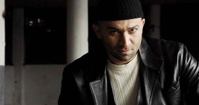 Photo of Ünlü oyuncu Şevket Çoruh'a bıçaklı saldırı