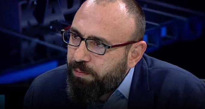 Photo of Sabah yazarı Mevlüt Tezel, Beyaz TV'deki programı ve yapımcısını topa tuttu