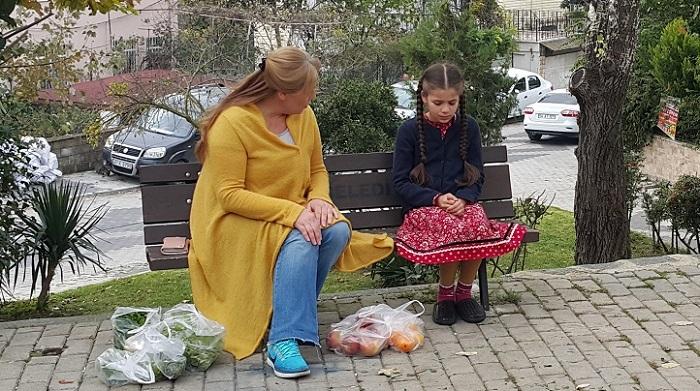 Photo of Elif dizisinin çocuk yıldızı Damla Güvenilir annesiyle aynı dizide