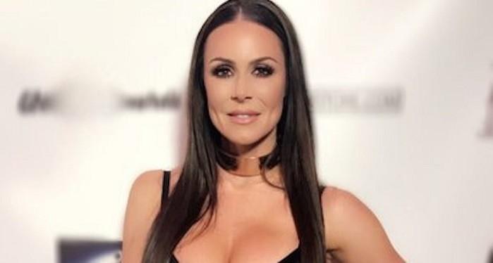 Photo of Porno yıldızının Sakaryaspor Bayan Voleybol Takımına transfer olduğu haberleri ortalığı karıştırdı